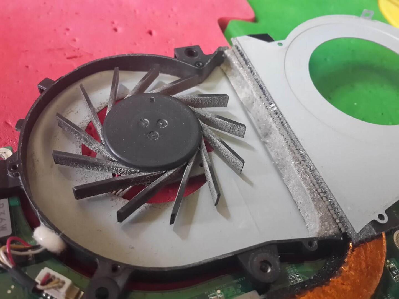 Чистка ноутбука с разбором и заменой термопасты | Сервис-Бит